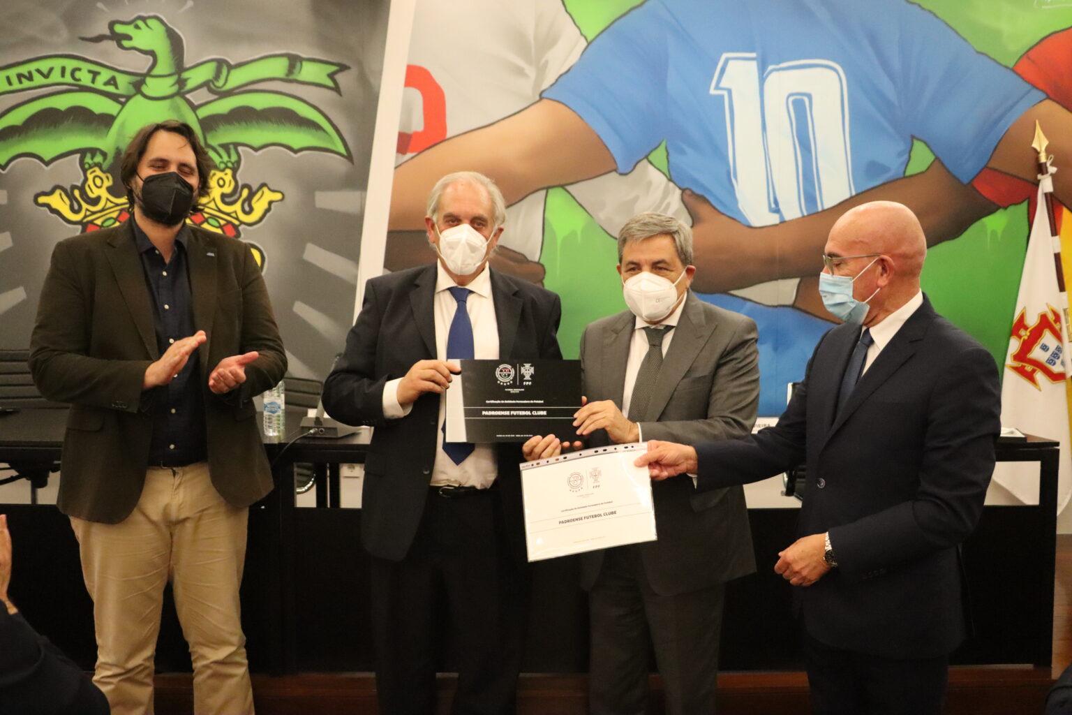 Padroense FC recebe, pela segunda vez consecutiva, a certificação de 5 Estrelas